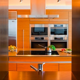 A chef's kitchen with spectacular functionality and a sleek design.