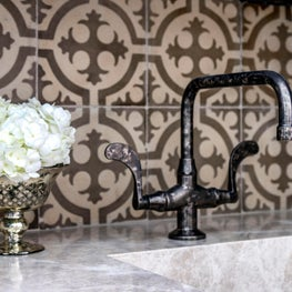 Briargrove Houston Bar Vignette with Chateau Domingue Tile Backsplash