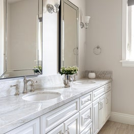 Traditional Guest Bathroom