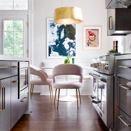 Classic Modern Kitchen with Breakfast Niche