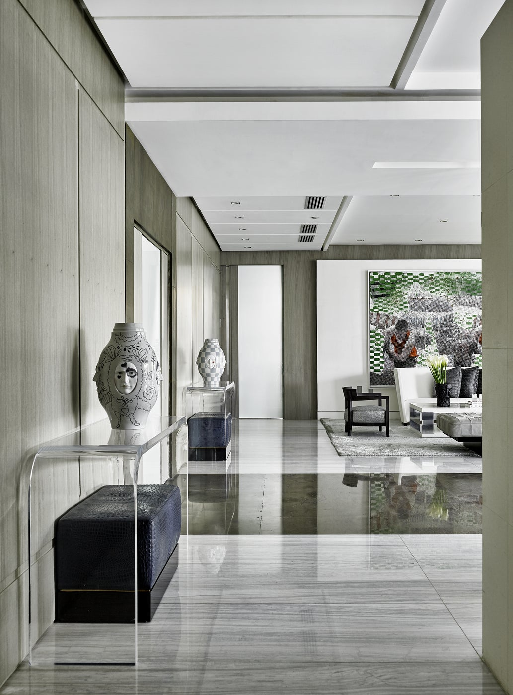 Art Collector's apartment Panama / Entry foyer
