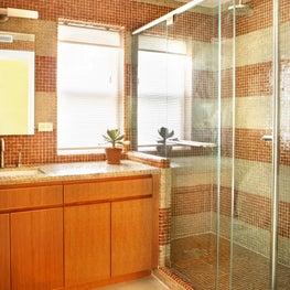 Gleicher Eco-Friendly Townhouse Guest Bathroom Shower
