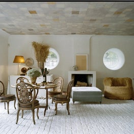 Living room with contemporary and classic furniture, patterned ceiling