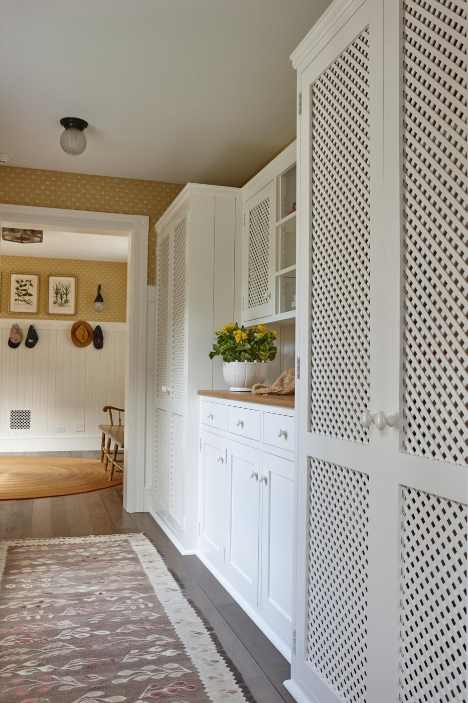 Millwork leading to mudroom.