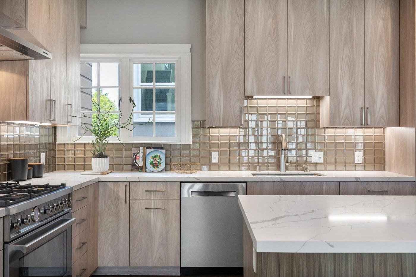 Marina Residence: Kitchen