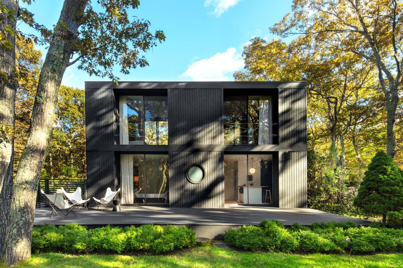 East Hampton Modern home, sleek front facade