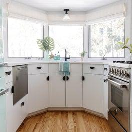 Seaside Cottage - Beach House - Kitchen - Smeg Refrigerator - Seafoam