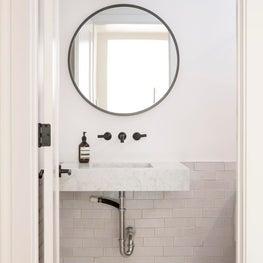 Warm Edge - A Quaint Bath
