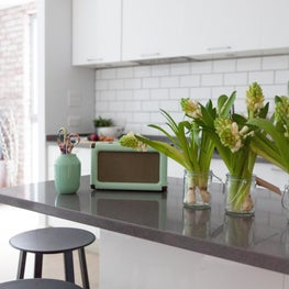 Central London Urban Apartment with white lacquerkitchen