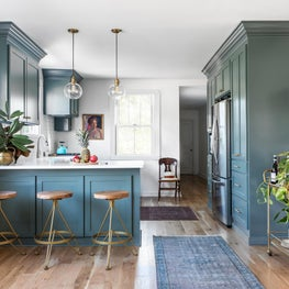 Cottage kitchen renovation with shaker cabinets and brass hardware details