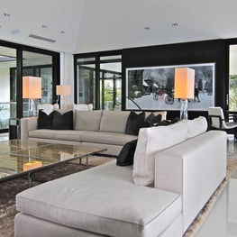 Modern living room  with vaulted ceiling and seamless white glass floor
