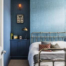 Theatre Pro's London Residence, master bedroom with industrial touches