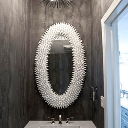 Gold Coast Townhome: Powder room