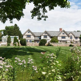 Take a tour inside one of our recent projects, an Elizabethan Manor House here in Connecticut where we were responsible for the architecture, interior design and building of this fully facilitated Wadia home.