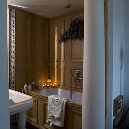 PARIS - RUE DES ST. PERES Wooden bathroom