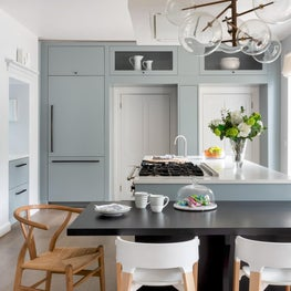 Barnes, London - Grey & white kitchen with ebony breakfast bar