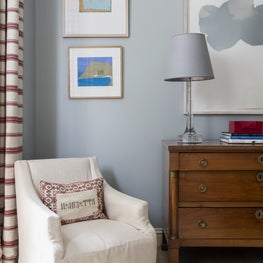 Sitting room with blue walls
