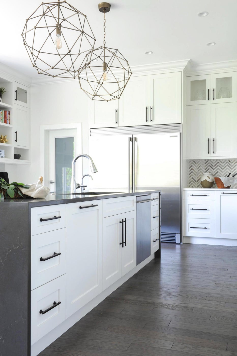 Modern kitchen with dramatic pendant lighting