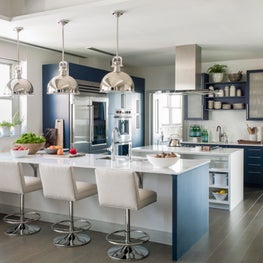 Chesapeake Residence, Kitchen with Pendant Lighting and Swivel Barstools