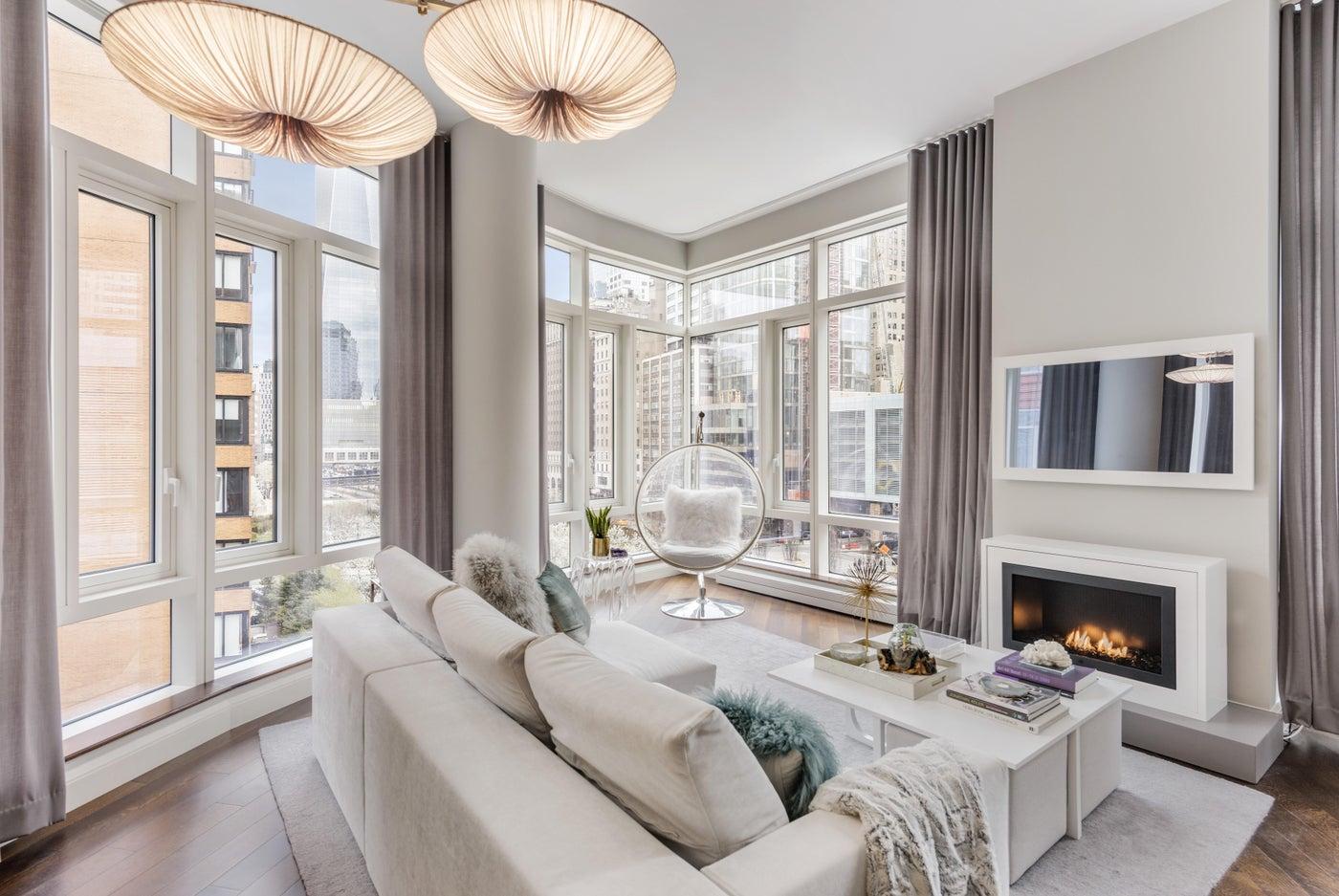 Battery Park City Residence, Living