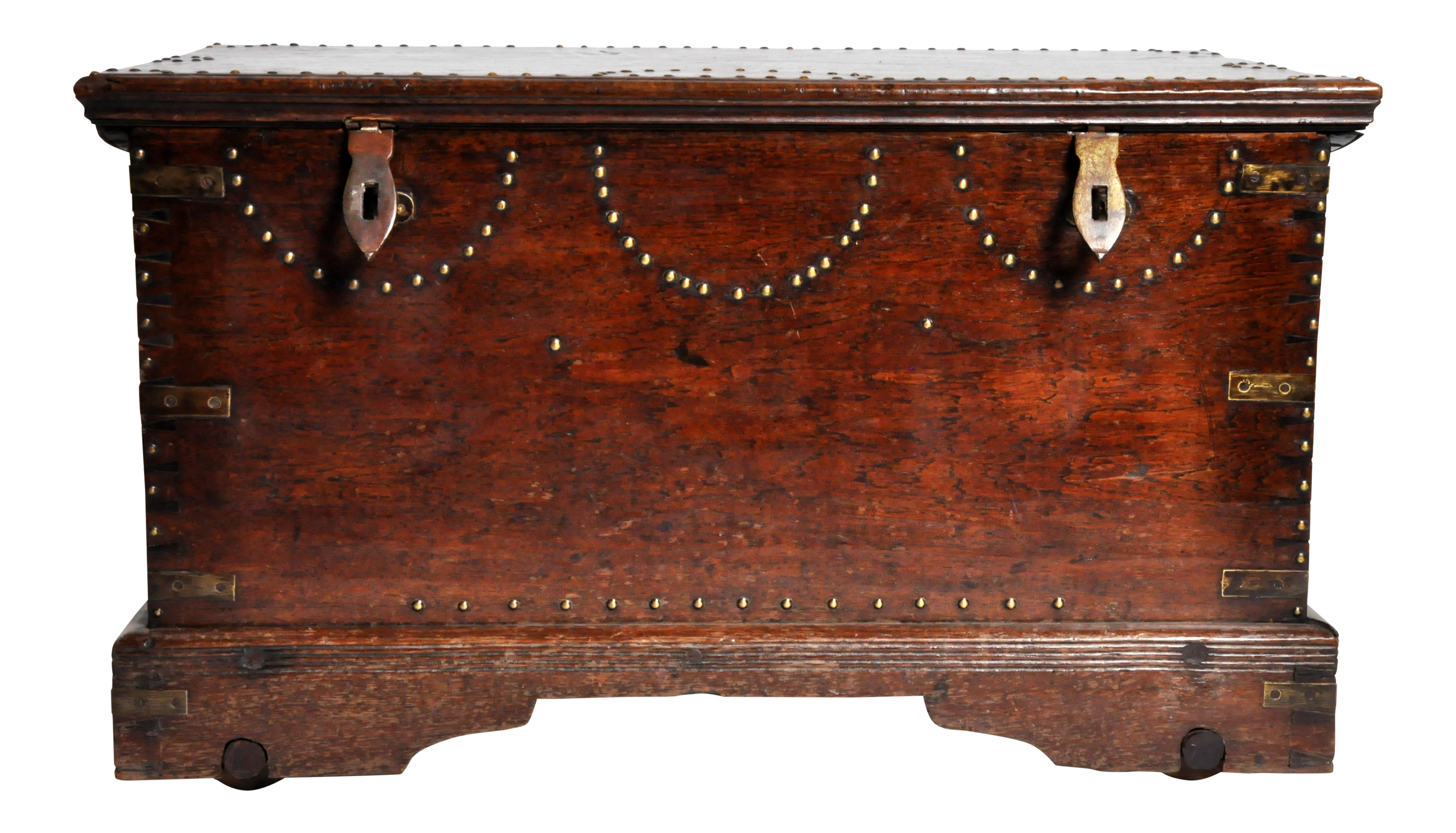 Fine British Colonial Trunk With Nail Head Decoration | DECASO