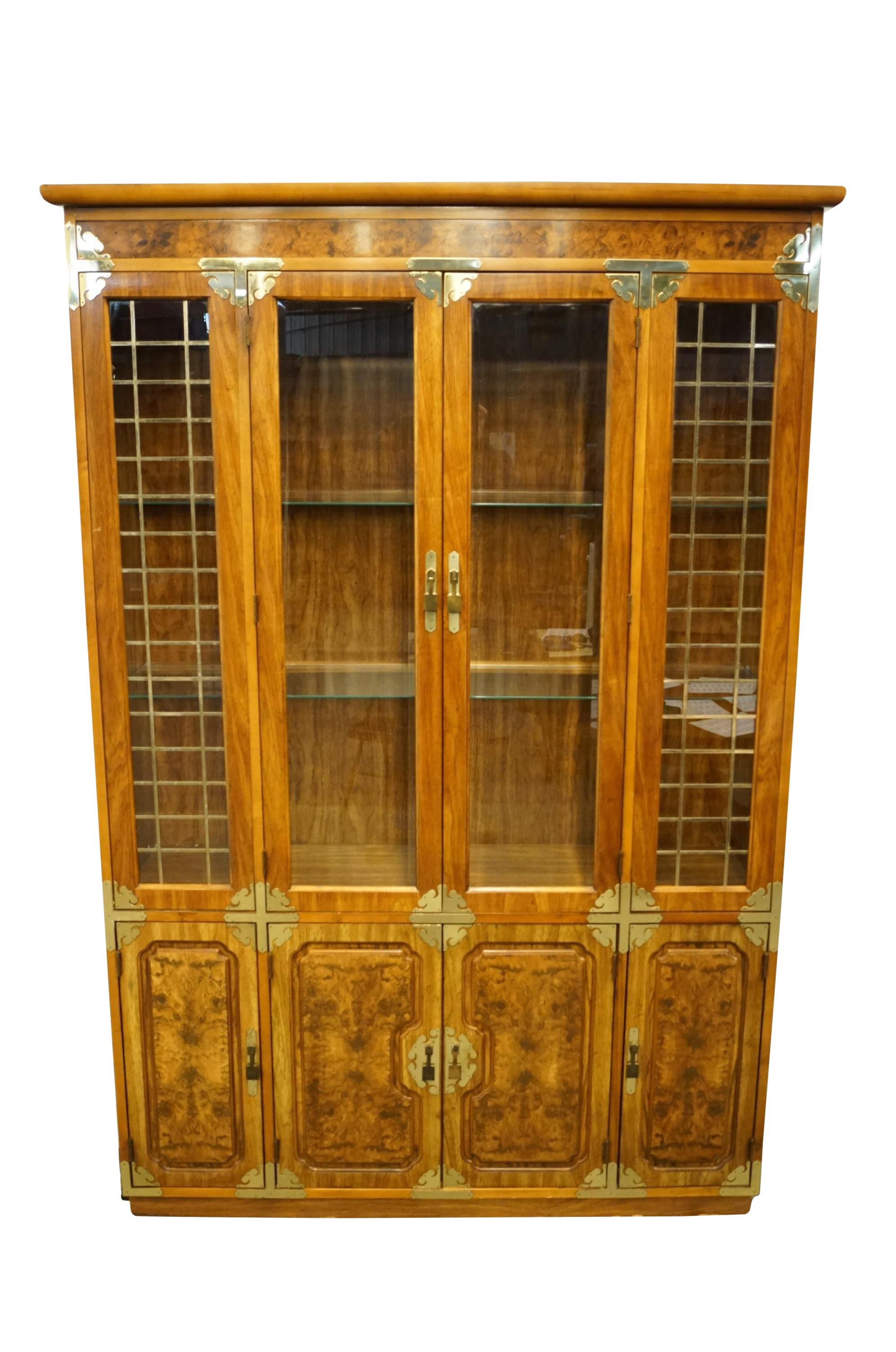 20th Century Chinoiserie Bernhardt Furniture Illuminated Display China Cabinet