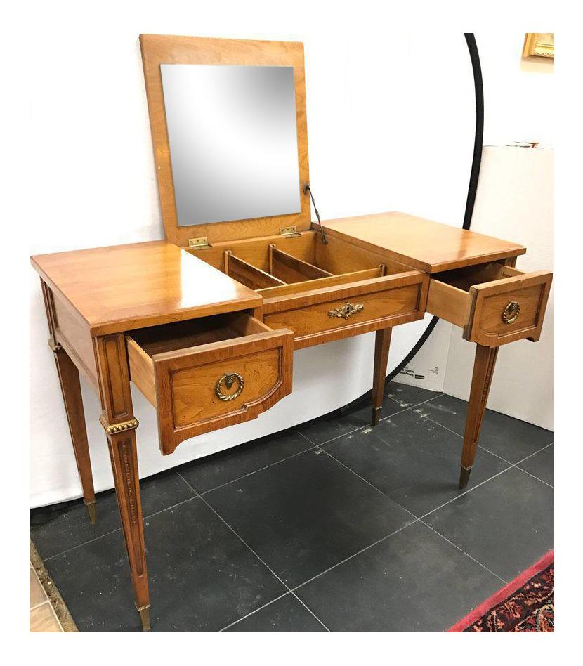 Lovely henredon vanity dressing table desk with hidden