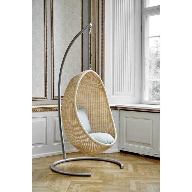 Mid-Century Modern Nanna Ditzel Hanging Egg Chair - Natural - Sunbrella Sailcloth Seagull Cushion with Stand and Chain For Sale - Image 3 of 4