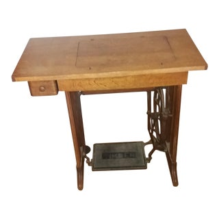 Antique 1945 Singer Sewing Machine For Sale
