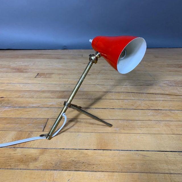 """Metal Red Giuseppe Ostuni 1950s """"Ochetta"""" Lamp for Oluce, Italy For Sale - Image 7 of 9"""