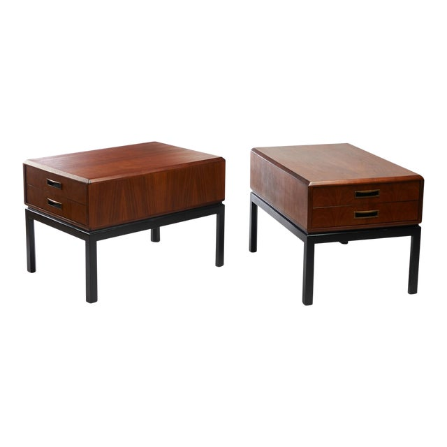 two toned night stands in the style of Harvey Probber - A pair For Sale