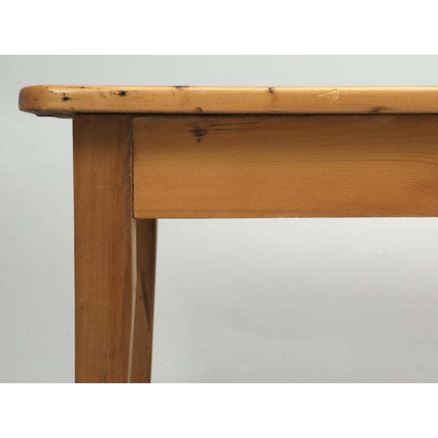 English Pine Farm Table From Main Pine Company For Sale - Image 4 of 11