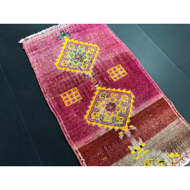 "Traditional 1960's Turkish Oushak Pink Rug-1'3'x2'3"" For Sale - Image 3 of 6"