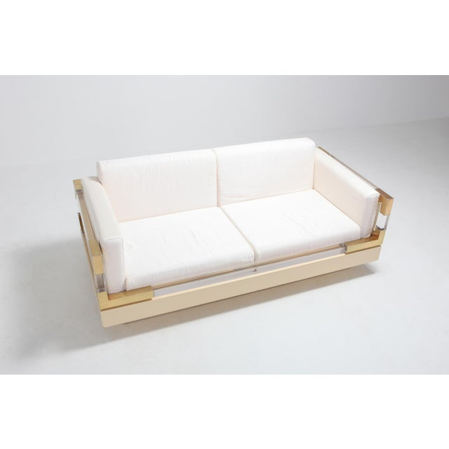 Charles Hollis Jones 2.5-Seat by Charles Hollis Jones in Lucite, Lacquer and Brass For Sale - Image 4 of 9