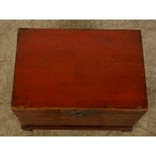 Red Lacquer Antique Chinese Trunk Kuang Hsu Period circa 1875 For Sale - Image 9 of 11