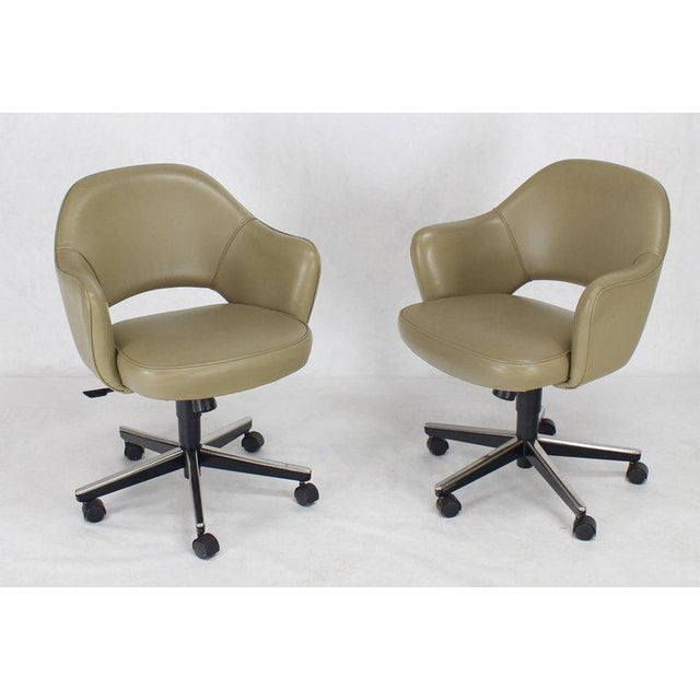 Set of Six Olive Leather Knoll Saarinen Executive Bucket Chairs For Sale - Image 10 of 10