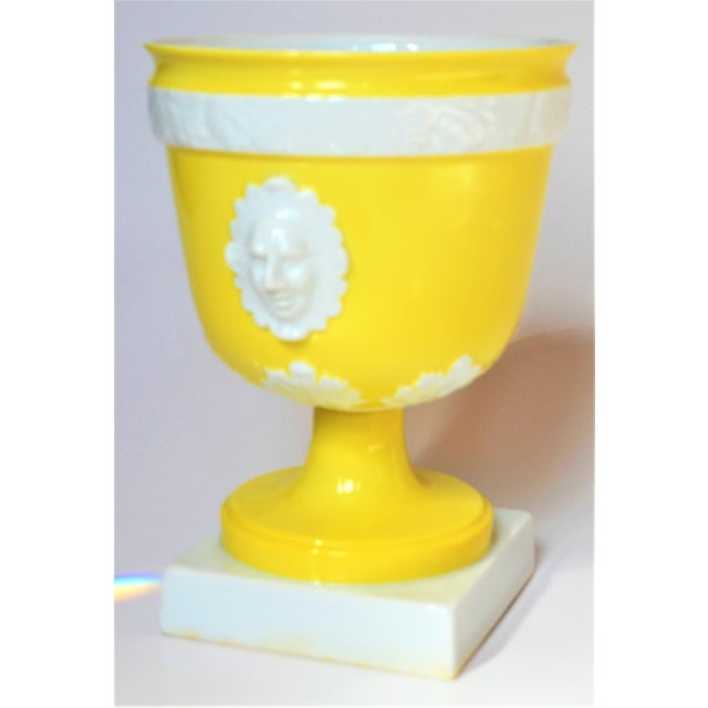 1970s 1970s Vintage Mottahedeh Lemon & White Neoclassical Pedestal Cachepots - a Pair For Sale - Image 5 of 13