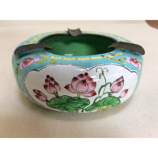 Offered is a 1940's canton enamel ashtray. It has lovely Chinese decorations and is in great condition.