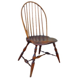 Exaggerated Saddle Seat - 18th c. Bow-back Windsor Side Chair For Sale