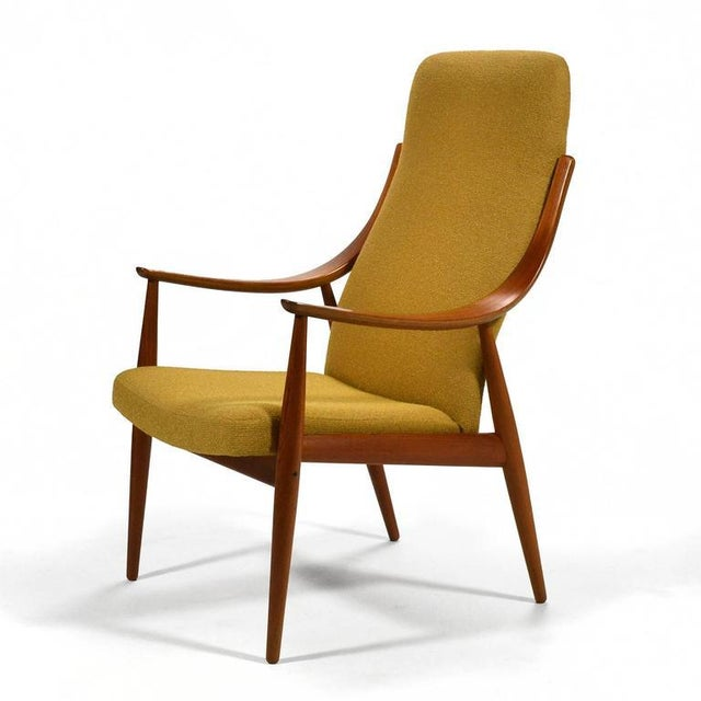 A beautiful design by Hvidt and Mølgaard-Nielsen, this chair has elegant lines and is impeccably constructed. Light and...