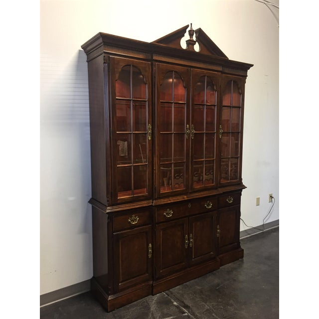 Quality Furniture Makers: Vintage Drexel Heritage Cherry Traditional Lighted