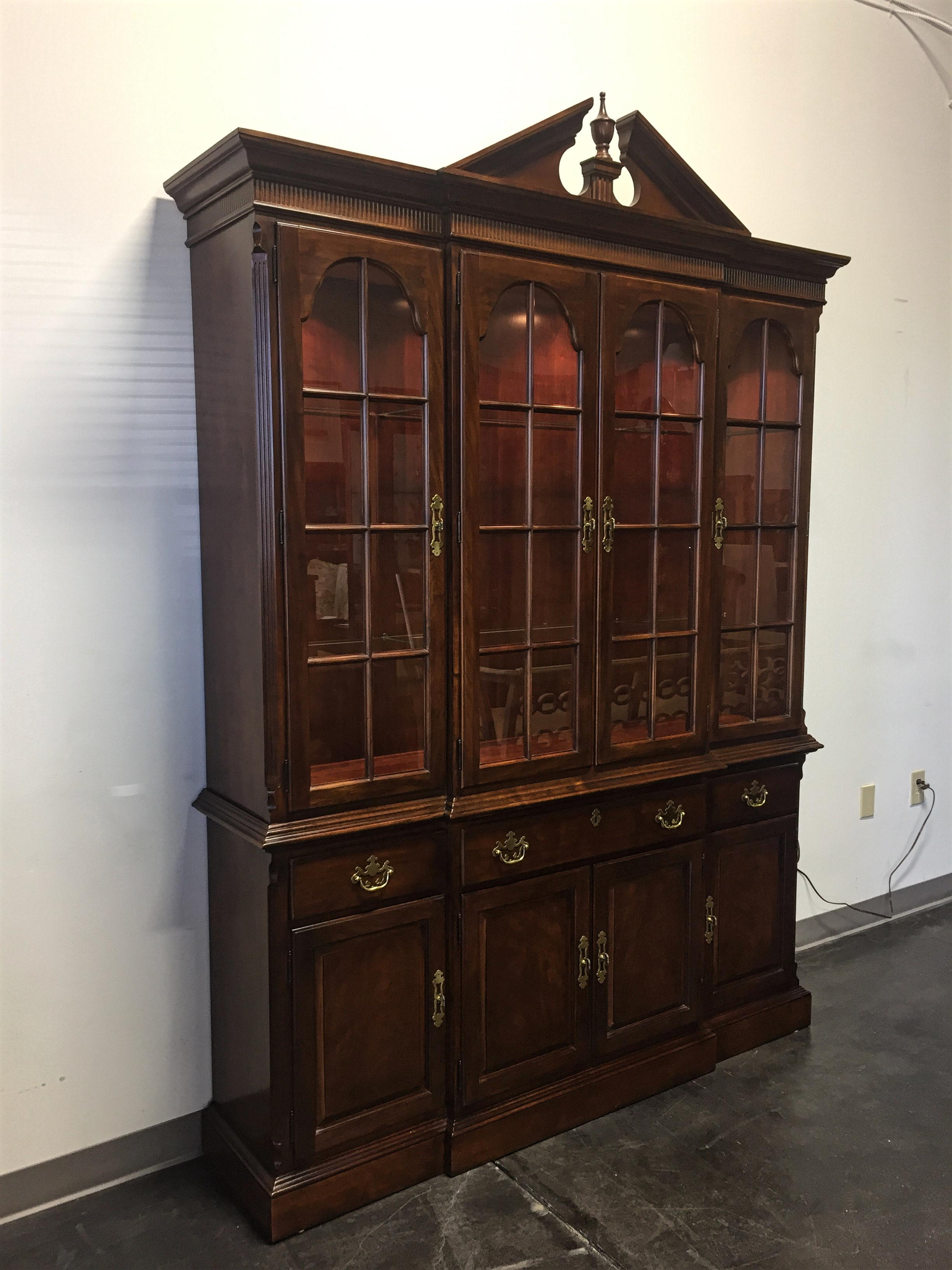 Charmant Traditional Style Breakfront China Cabinet From Top Quality Furniture Maker Drexel  Heritage. Made In