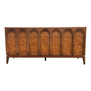 1960s Mid-Century Modern Thomasville 9-Drawer Burl Wood Dresser For Sale