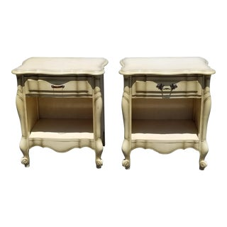 Vintage French Country Kent Coffey Off White Creme Maple Nightstands-a Pair For Sale