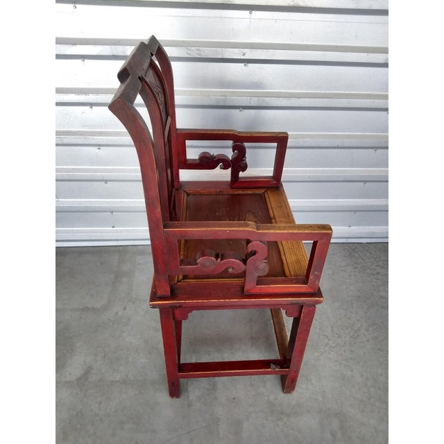 Elegant Antique Chinese Officials chair, handmade in China Early 19th century.