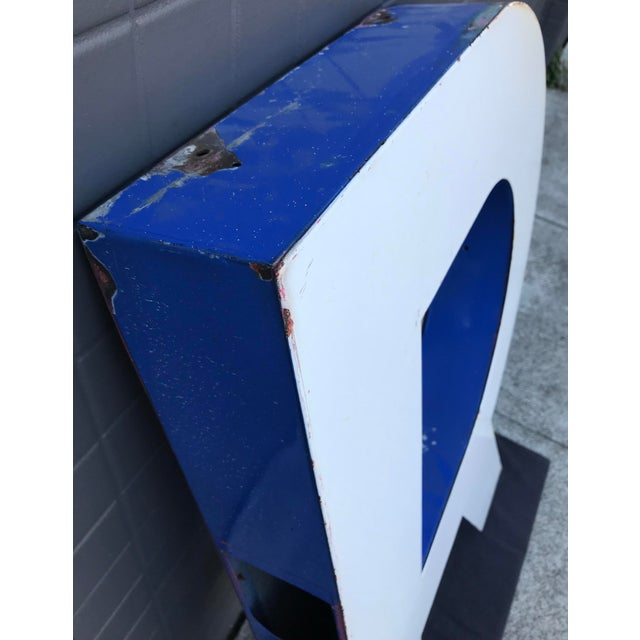 "Large Vintage Blue & White Enamel ""R"" Building Signage For Sale In San Francisco - Image 6 of 11"