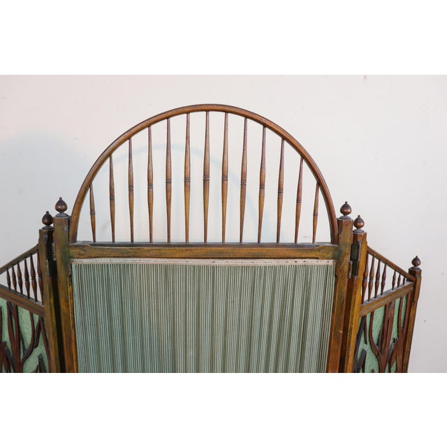 Art Nouveau 20th Century French Art Nouveau in Wood Colored Glass and Fabric Screen For Sale - Image 3 of 11