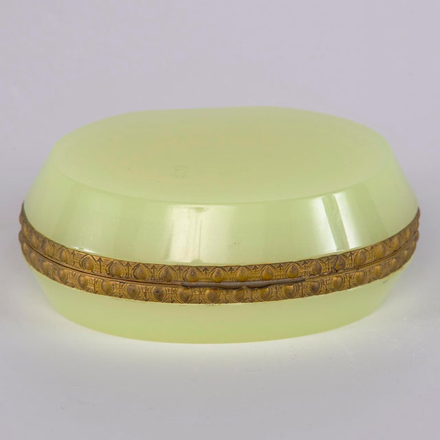 1920s French Uranium Opaline Glass and Brass Hinged Box For Sale - Image 5 of 9