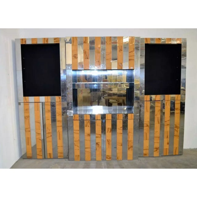 This retro wall system was designed by Paul Evans. Its body displays a stunning reflective chrome and wood inlay. Three...
