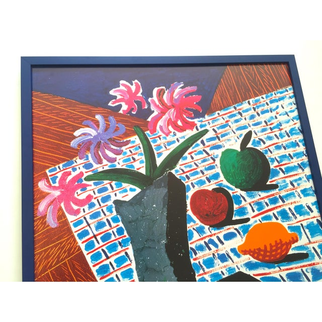 "Blue David Hockney Rare Vintage 1988 Lithograph Print Framed Metropolitan Museum Exhibition Poster "" Still Life With Flowers "" 1987 For Sale - Image 8 of 13"